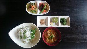 小松島特産シラスを使ったシラス丼も期間限定でお出ししています。